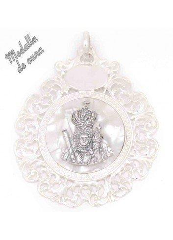 Medalla de cuna Virgen de la Cabeza sobre nácar