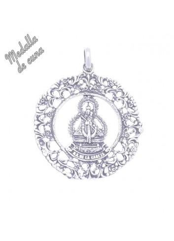 Medalla de cuna Virgen de la Cabeza calada