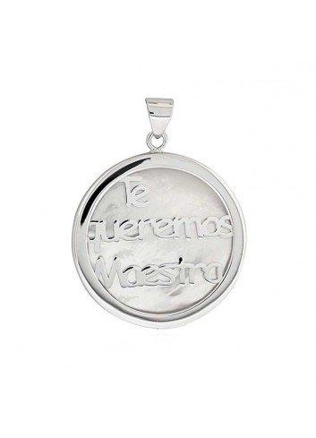"""Medalla """"TE QUEREMOS MAESTRA"""" de nácar y plata"""