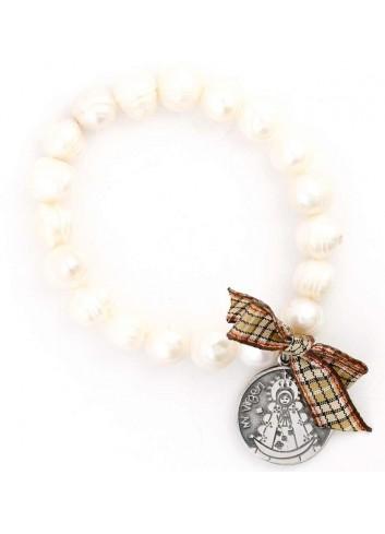 Pulsera Virgen del Rocío perlas elástica lazo cuadros marrón