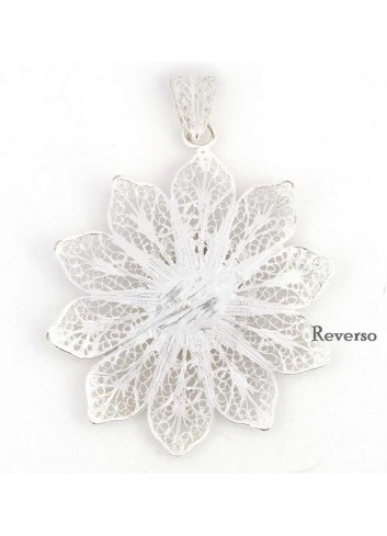 Medalla de Cuna Virgen del Rocío flor filigranas