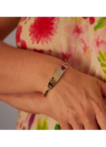 brazalette-alerta-medica-mujer-acero en mano