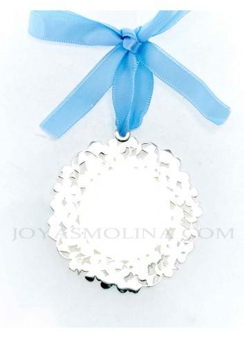 Medalla cuna Virgen Rocío flores azul reverso
