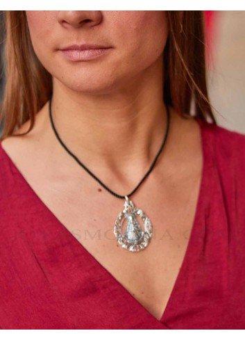 Medalla Virgen del Rocío plata rocallas mujer