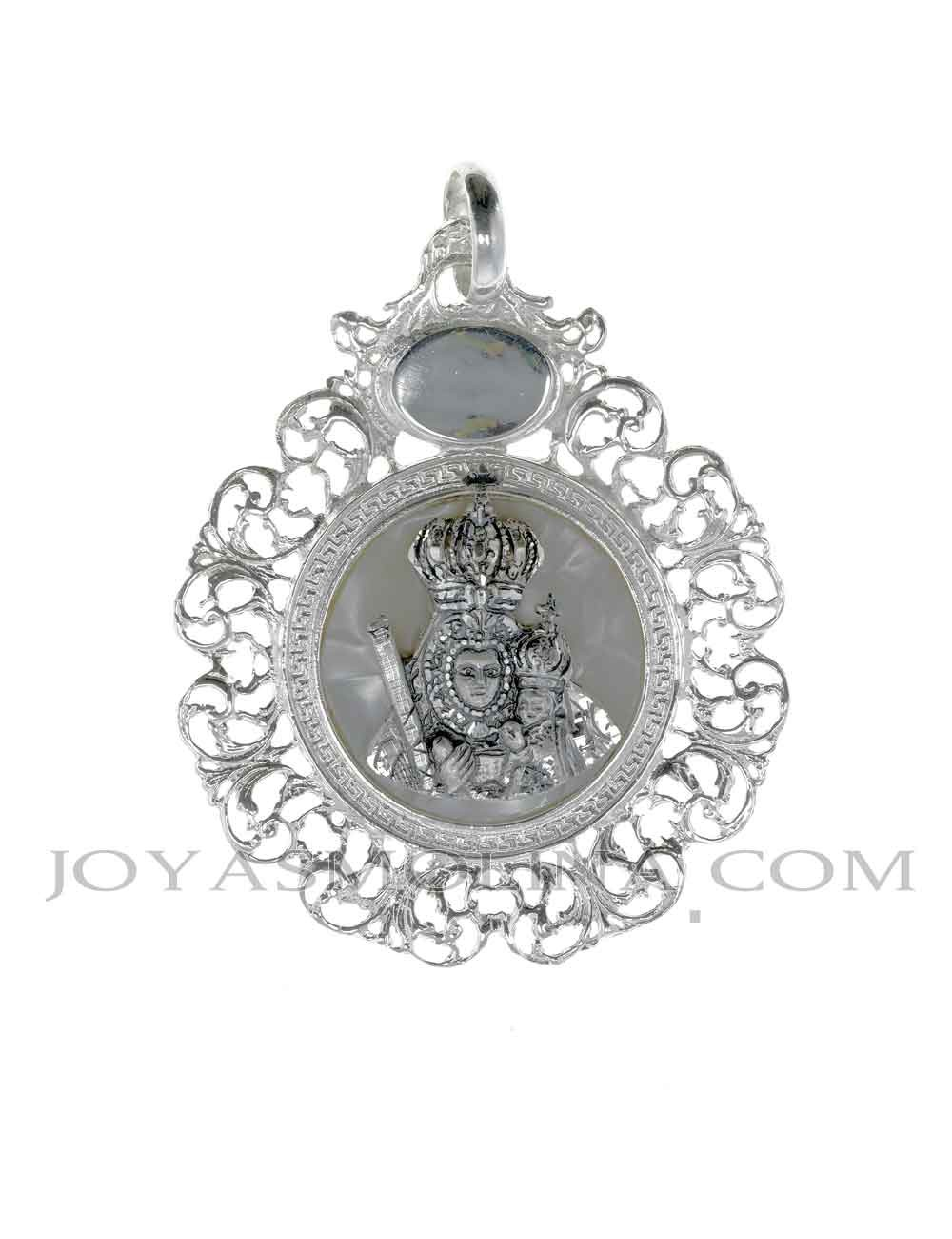 Medalla de cuna Virgen de la Cabeza sobre nácar mediana