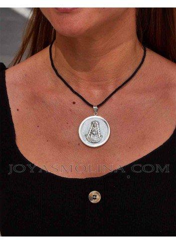 Medalla Virgen del Rocío plata redonda nácar