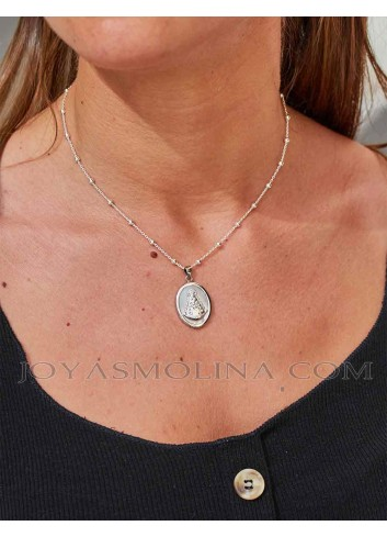 Medalla Virgen del Rocío oval plata nácar mujer