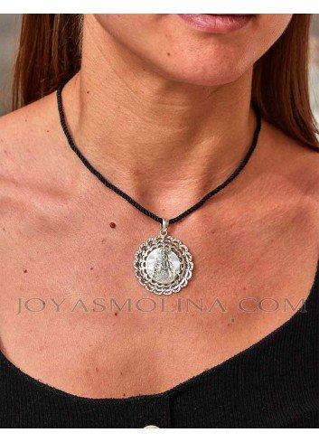 Medalla Virgen del Rocío plata nácar ondas